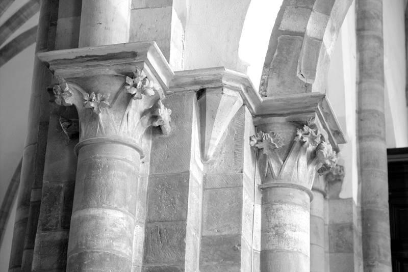 glowice kolumn gotyckich