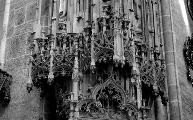 koronkowe detale gotyckie