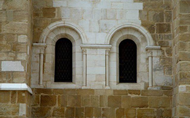okno romańskie